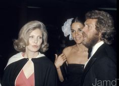 Ron Galela, photo of Joanne Woodward, Ali MacGraw and Steve McQueen during American Film Institute Salute to James cagey at Century Plaza Hotel in Los Angeles, US Hollywood Actor, Hollywood Actresses, Classic Hollywood, Ali Macgraw Steve Mcqueen, Steeve Mcqueen, Westerns, American Film Festival, Joanne Woodward, Movie Magazine