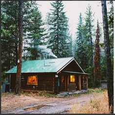All I Need is a Rustic Little Cabin in the Woods Photos) - Suburban Men Forest Cabin, Forest Cottage, Cabin In The Woods, Cabin Kits, Little Cabin, Log Cabin Homes, Log Cabins, Rustic Cabins, Cabins And Cottages