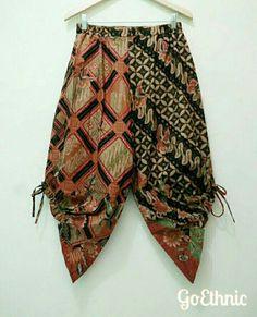 Batik Fashion, Ethnic Fashion, African Fashion, Womens Fashion, Kulot Batik, Batik Kebaya, Batik Pattern, Suit Pattern, Boho Pants