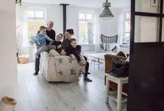 de jong - stralend wit mannenhuis - binnenkijken bij familie de Jong in het noorden van Nederland - Wonen&Co