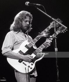 """Don Felder (Don Felder and Joe Walsh are the guitarists of The Eagles ) playing Gibson twin neck guitar for the dual solo part in the song """"Hotel California"""". Eagles Music, Rock N Roll Music, Rock And Roll, America Band, Eagles Band, Jazz, Hotel California, American Music Awards, Musica"""