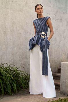 Sfilate Carolina Herrera - Pre-collezioni Primavera Estate 2018 - Collezione - Vanity Fair