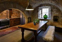 Johnstone Castle za 450 tisíc liber má čtyři ložnice, knihovnu, jídelnu, velké otevřené krby, prostorný sál a nádvoří. Johnstone Castle za 450 tisíc liber má čtyři ložnice, knihovnu, jídelnu, velké otevřené krby, prostorný sál a nádvoří. Zavřít popis Johnstone Castle za 450 tisíc liber má čtyři ložnice, knihovnu, jídelnu, velké otevřené krby, prostorný sál a nádvoří.