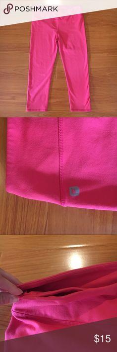 Fabletics Capris Coral pink Fabletics capris in size small! Great condition! Fabletics Pants Capris