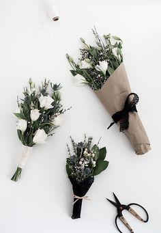 DIY - 3 easy ways to wrap flowers by homeyohmy.com
