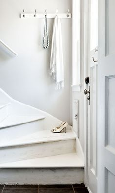 Style at Home, photos Donna Griffith, stylist Tara Ballantyne Style At Home, White Cottage, Cottage Style, White Farmhouse, Rustic White, White White, Vintage Apartment, White Stairs, Wooden Stairs
