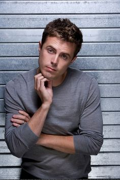 All I know is Casey Affleck is one of the most gorgeous men ever.