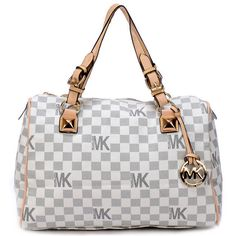 I LOVE the purse! I was so scared it would be cheap or not good but its fabulous..looks pretty legit to me!