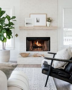 "Scout & Nimble on Instagram: ""The sweetest hearth by @laineandlayne 🤩 How are you staying cozy this weekend?"" Best Wood Stain, Contemporary Fireplace Designs, Brick Fireplace Makeover, Fireplace Ideas, Fireplace Mantel, Classic Fireplace, Paint Stain, Diy Box, Diy Painting"