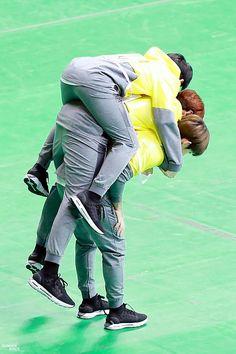 Kookie is really strong <<< It's DK from Seventeen Seventeen Memes, Seventeen Woozi, Seventeen Scoups, Bts Boys, Bts Bangtan Boy, Jimin, Kpop, Astro Sanha, Day6 Sungjin