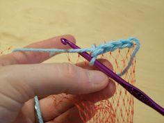Crochet Reusable Produce Bag from Orange/Onion Bag Purse Patterns, Knitting Patterns, Crochet Patterns, Crochet Ideas, Crochet Handbags, Crochet Purses, Crochet Bags, Crochet Shell Stitch, Crochet Stitches