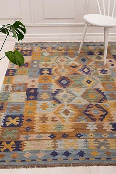 Living Room Rug Design Ideas To Take Your Breath Away - Best Home Ideas and Inspiration - Matta Kelim Safi - Room Rugs, Rugs In Living Room, Outside Wall Decor, Furniture Legs, Small Space Living, Entertainment Room, Outdoor Walls, Home Accessories, Bohemian Rug