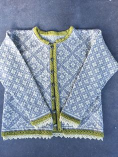Ravelry: mzollo's Ingeborg Sweater Informations About 12614 Ingeborg pattern by Dale Design Pin You Sweater Knitting Patterns, Knitting Socks, Knit Patterns, Hand Knitting, Stitch Patterns, Yarn Color Combinations, Fair Isle Pattern, Fair Isle Knitting, Vintage Knitting