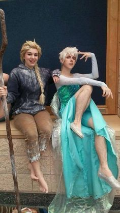 Jack Frost and Elsa Cosplay;: zacktherippercosplay as Jack Frost Cosplaying as Elsa friend Julie as Elsa Cosplaying Jack Frost! Cosplay Anime, Epic Cosplay, Cosplay Dress, Amazing Cosplay, Cosplay Costumes, Disney Cosplay, Funny Cosplay, Frozen Cosplay, Couples Cosplay