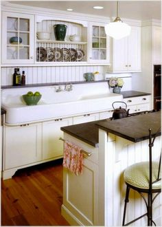 97 excellent Modern Farmhouse Kitchen Design - When choosing a color scheme for your kitchen layout online, you want to take it into account. Just a kitchen layout necessitates imagination in thinking Farmhouse Kitchen Island, Modern Farmhouse Kitchens, Country Kitchen, Cool Kitchens, Kitchen On A Budget, New Kitchen, Vintage Kitchen, Kitchen Ideas, Awesome Kitchen