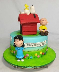 This Snoopy and co cake was made for a birthday celebration. The cake is a 10 inch choc mud with handmade fondant Charlie Brown, Lucy, Snoopy and Woodstock characters Bolo Snoopy, Snoopy Cake, Peanuts Snoopy, Charlie Brown And Snoopy, Snoopy Birthday, Snoopy Party, Cupcakes, Cupcake Cakes, Bolo Super Mario
