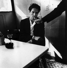 Hugh Grant is so gorgeous, even Hugh Grant needs a cigarette every time he thinks of gorgeous Hugh Grant.