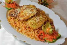 Argentina is great place where people eat well, where people are get to be friendly and Europeans are not too out of touch. Pasta Dishes, Food Dishes, Piccata Milanese, Bread Cutlet, Caramelized Onions And Mushrooms, Veal Recipes, Dinner Recipes, Best Italian Recipes, Vegetarian