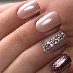 45 Designs with Nude Nail Polish — OSTTY Use Born Pretty chrome powder for pointer middle fingers Fabulous Nails, Gorgeous Nails, Pretty Nails, Amazing Nails, Amazing Art, Beige Nails, Pink Nails, Matte Nails, Nude Nails With Glitter