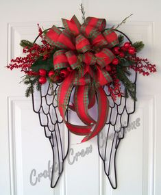DIY Christmas berry wreath made by S. Christmas Door Wreaths, Merry Christmas, Christmas Angels, Holiday Wreaths, Christmas Holidays, Christmas Decorations, Deco Wreaths, Rustic Wreaths, Funeral Floral Arrangements