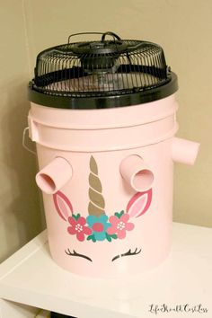 How To Make A Five Gallon Bucket A/C Unit {with option to make a cute one too}. How To Make A Five Gallon Bucket A/C Unit {with option to make a cute one too}. - Life Should Cost Less Bucket Air Conditioner, Homemade Air Conditioner, Simple Life Hacks, Useful Life Hacks, Homemade Ac, Diy Ac, Five Gallon Bucket, Paint Buckets, Survival Skills