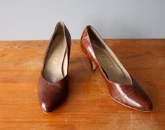 vintage 70s pumps 7.5 / rust brown leather pumps / reptile texture heels by GazeboTree on Etsy