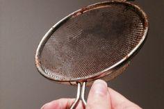SYNDEREN: Rustflekkene kan spre seg til andre ting, så ikke vask rustne redskaper i oppvaskmaskinen om du misliker rustflekker på bestikk og annet. (Foto: KAROLINE BRUBÆK)