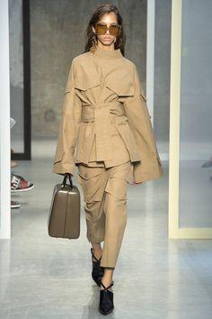 Marni Spring 2017 Ready-to-Wear Fashion Show - Yasmin Wijnaldum