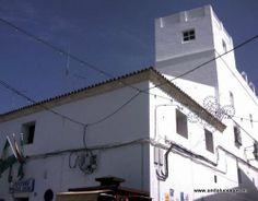 """#Cádiz - #Conil - Casa Cárcel - 36º 16' 30"""" -6º 5' 19"""" / 36.275000, -6.088611  La Casa Cárcel es uno de los edificios más antiguos de la población. A lo largo de su historia hizo las funciones de cárcel y lugar de reuniones del Cabildo. En la actualidad es sede de la Jefatura de la Policía Municipal."""