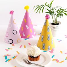 Got a fun spring party coming up? These printable pineapple party hats are a great way to add some colour to the festivities!