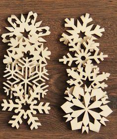 Wycinane laserowo w sklejce o grubości 3 mm delikatne ażurowe gwiazdki mogą być piękną dekoracją choinki lub domu na czas świąt Bożego narodzenia.  #święta #choinka #Bożenarodzenie #dekoracje #nachoinkę #gwaizdki #śnieżynki