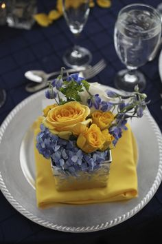 Your Event Solution  www.4yes.com  Wedding  Lake Lanier Islands  Yellow and Navy Wedding