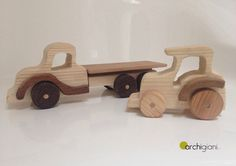 Ralizzato interamente a mano  In legno di faggio e wenge  Lo trovi nel nostro shop www.archigiani.it