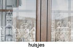 In 5 stappen je eigengemaakte raamtekening! Teken op je raam, glazen deur of eigenlijk kan het op elk transparant glad oppervlak! In de shop vind je leuke ontwerpen voor alle gelegenheden! Print je ontwerp uit en tekenen maar! Diy Party Decorations, Christmas Decorations, Chalkboard Window, Christmas Chalkboard Art, Diy Rangement, Chalk Lettering, Chalk Markers, Chula, Window Art