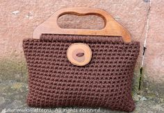 CROCHET PATTERNS for women, purse bag pattern - Big button crochet purse - Listing95 Crochet Buttons, Crochet Hooks, Button Image, Crochet Purses, Crochet Bags, Large Buttons, Womens Purses, Crochet Patterns, Big