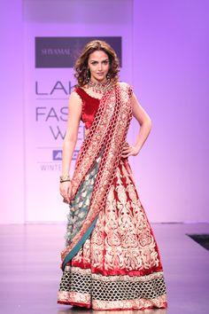 Esha Deol glitters in Shyamal & Bhumika Shodhan's Collection