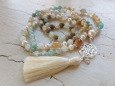 Mala Liebe Kette Diese Kette kann individuell bei uns bestellt werden! Tassel Necklace, Necklaces, Tassels, Beads, Inspiration, Jewelry, Pearls, Love, Schmuck