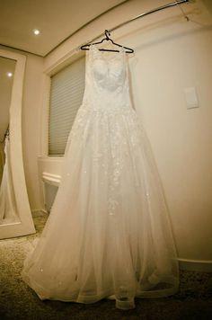 O elegante vestido da noiva Néria.