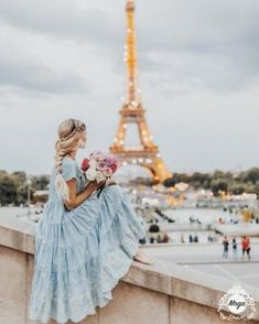 Amber Fillerup in Paris wearing BFB Hair Extensions in the color Barefoot Blonde Eiffel Tower model Paris 3, Paris France, Girls In Paris, Summer In Paris, Montmartre Paris, Barefoot Blonde, Illustration Mode, Landscape Illustration, Photoshoot