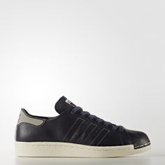 Born on the basketball court, the adidas Superstar sneakers took a big step in the '80s onto the feet of hip-hop royalty. Today's take injects fresh graphic style into the timeless look.  For a premium look and feel, these women's shoes are meticulously crafted with a seamless, single-layer leather upper and shell toe. A laser-engraved heel patch and 3-Stripes finish the deconstructed look.