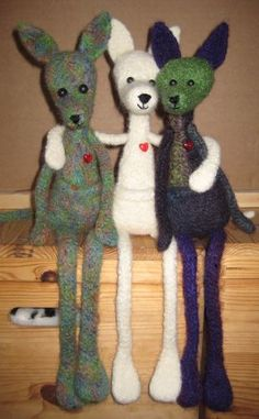 Gratis patroon Jantje/ free knitting tutorial for Jantje - the kanguru - first knit then felt Crochet Cross, Knit Crochet, Chrochet, Free Knitting, Knitting Patterns, Knitted Animals, Knitted Dolls, Handmade Toys, Couture