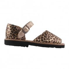 Minorquines Jaguar Frailera buckle sandals Fabrics : Smooth leather, Leather Insole, Rubber Sole * Details : Metallic Buckle * Made in : Spain * Composition : 100% Leather http://www.MightGet.com/january-2017-13/minorquines-jaguar-frailera-buckle-sandals.asp