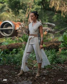 """""""She's perfected the Hero Stance Star Wars Love, Rey Star Wars, Star Wars Art, Star Wars Costumes, Diy Costumes, Daisy Ridley Star Wars, Rey Cosplay, Star Wars Pictures, Star Wars Wallpaper"""