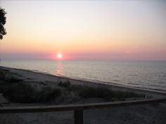 VRBO.com #331446 - Charming Lakefront Cottage in the Indiana Dunes