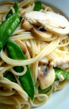 Spaghetti with chicken in white wine parmesan sauce