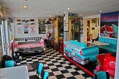 Home decor retro 1950s Diner, Vintage Diner, Retro Cafe, Retro Diner, 50s Diner Kitchen, Car Furniture, Automotive Furniture, Automotive Decor, Diner Aesthetic