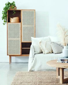 Diy Furniture Renovation, Diy Furniture Cheap, Cheap Home Decor, Home Furniture, Furniture Design, Garden Furniture, Barbie Furniture, Furniture Legs, Ratan Furniture