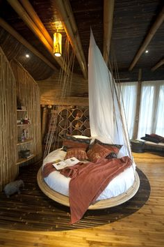 Old Pallets Ideas More ideas below: Amazing Tiny treehouse kids Architecture Modern Luxury treehouse interior cozy Backyard Small treehouse masters Pl. Building A Treehouse, Build A Playhouse, Treehouse Kids, Treehouse Masters, House Bali, Tree House Interior, Bamboo House, Bamboo Tree, Tree House Designs