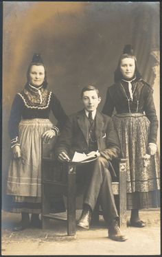 Sisters in Marburg Folk dress with (probably) their brother