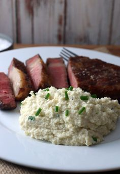 Easy Creamy Cauliflower Mashed Potatoes Super simple cauliflower mash that will rival the real thing any day! Shared via www. Banting Recipes, Ketogenic Recipes, Low Carb Recipes, Real Food Recipes, Cooking Recipes, Healthy Recipes, Ketogenic Diet, Drink Recipes, Cauliflower Mashed Potatoes